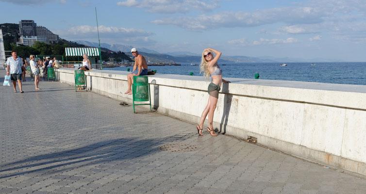 2013: Posieren vorm Schwarzen Meer auf der Krim-Halbinsel
