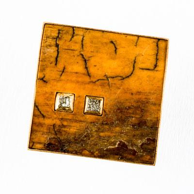 Ring von Urte Hauck, Mammut, Rohdiamant, Gelbgold, Silber. Fotografiert von Bernd Euler