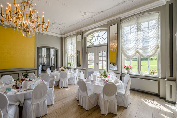 Festlich eingedeckt: Die Barocksälre der Drostei in Pinnberg. Catering: Meusel's Landdrostei, Fotografie: Bernd Euler