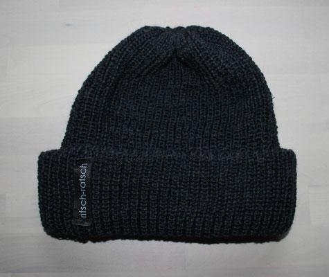 Strickmütze aus reiner Wolle; 25 €