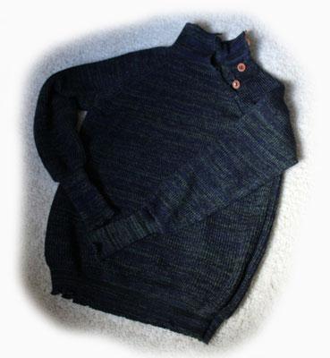 Pullover nach Maß aus Synthetik mit Daumenlöchern und Knopfleiste > 110 €