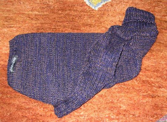 Pullover für Rüde Noah, Kragen ist sehr dehnbar ohne einzuengen