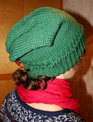"""Art """"Beany"""" mit Schlaufe und Knopf aus ökologischer Wolle (dt. Merino) 35 €"""