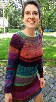 buntes Pulloverkleid gestrickt von ritsch-ratsch