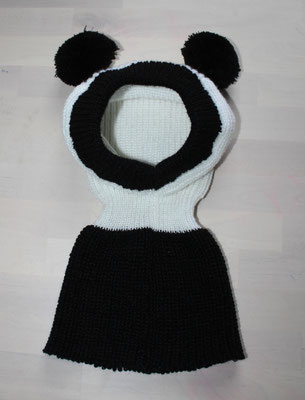 Pandamütze aus reiner Synthetik; 45 €