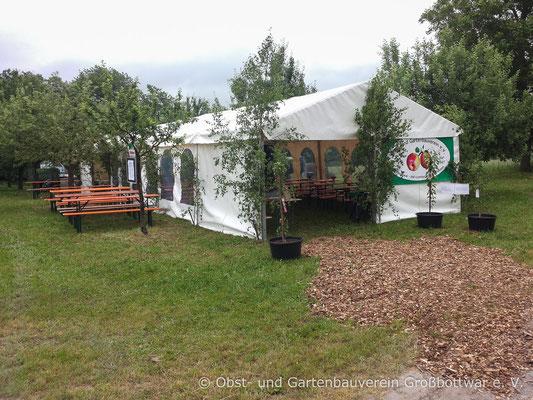Das festlich geschmückte Zelt des OGV.