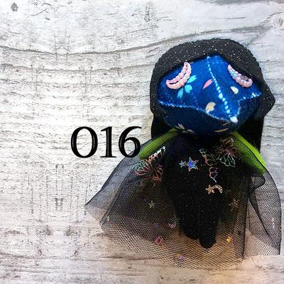 青地の花柄マスクに瞑り目の016番