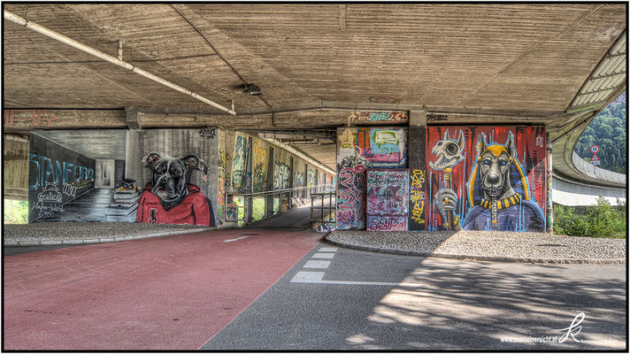 Graffiti an der Fahrradstraßenkreuzung