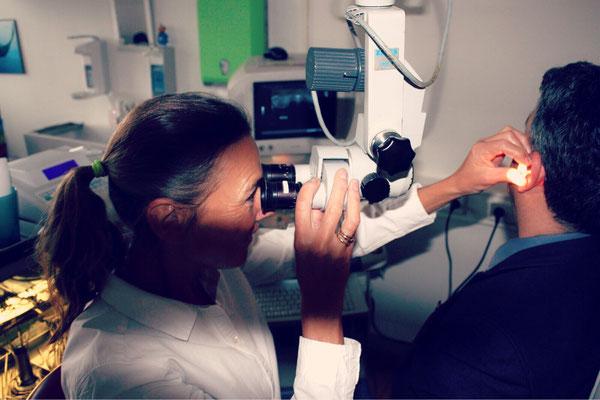 Untersuchung mit dem Mikroskop