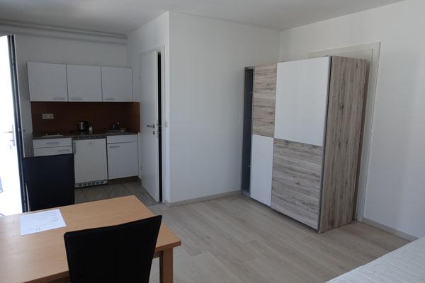 Jedes Zimmer hat eine eigene Küchenzeile. Das gibt es in keiner WG!
