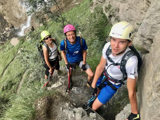 Pacal Sigg, Andreas Sigg und Denise Sigg auf dem Klettersteig-Allmenalp