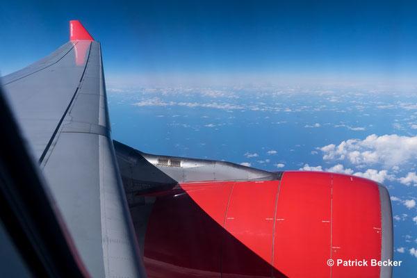 Über dem Atlantik auf dem Weg nach Spitzbergen
