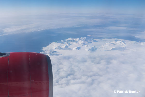 Über der wunderschönen Landschaft von Spitzbergen