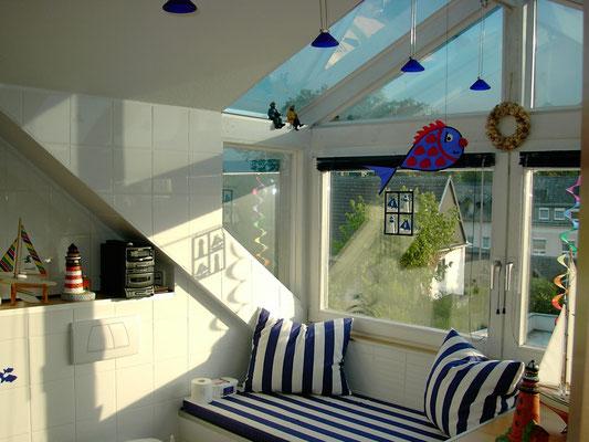 Sitzmöglichkeit im Gaubenbereich mit 4 Halogenstrahlern mit Glasschirm