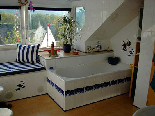 Kaldewei Stahl-Körperform-Badewanne in 1800/800mm mit Viega Multiplex Trio Ab-, Ein- und Überlaufgarnitur, Grohe Taron UP-Wannenarmatur und Grohe Brausehalter mit Handbrause und Brauseschlauch