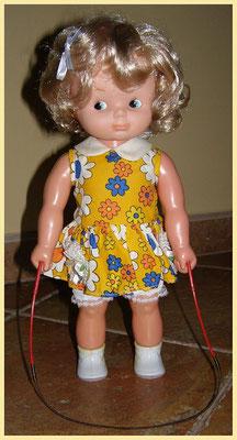 """""""SALTARINA DE FAMOSA"""" va ser guanyadora al primer premi de la fira de la juguina ( Aro de Oro ) la millor juguina per les nenes. Funciona perfectament !"""
