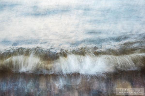 Die Wellen der Ostsee bei Kåseberga