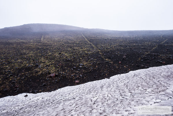 Am Tolbatschik lag noch viel Schnee für die Jahreszeit
