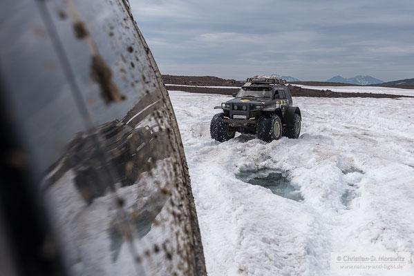 Auf den Matschigen Schneefeldern war selbst ein Leichter Toyota Land Cruiser auf Ballonreifen an seinen Grenzen
