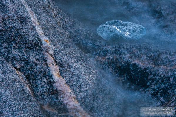 Gletschereis im Fluss