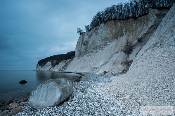 Kreideküste im Nationalpark Jasmund zur Blauen Stunde