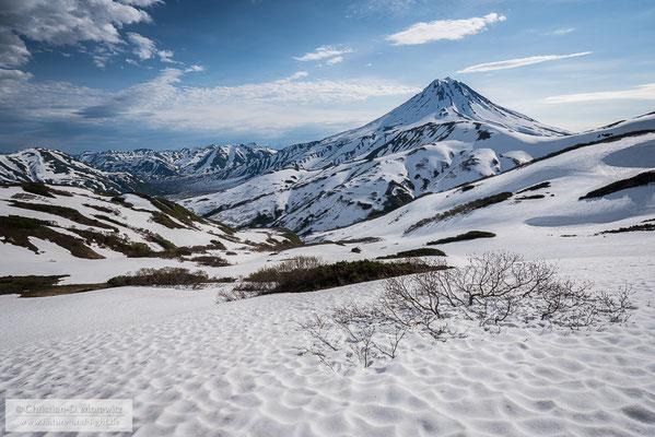 Im Süden Kamtschatkas liegt auch im Sommer noch sehr viel Schnee