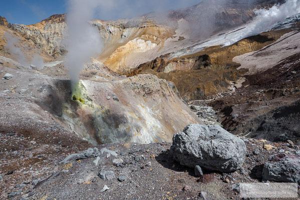 Fumarolen im Krater des Motnovsky Vulkans