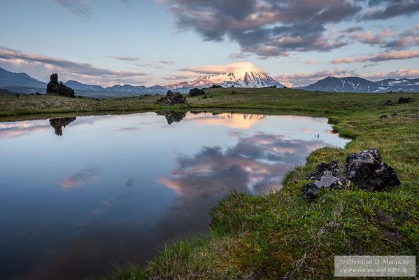 Der Vulkan Ovalnaja Simina im Abendlicht