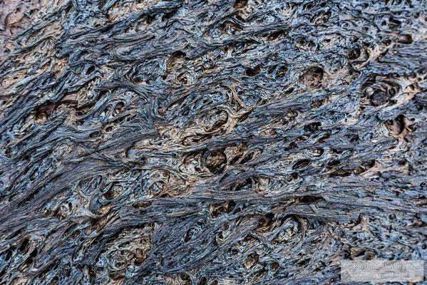 Neben der großen Formenvielfalt ist die Oberfläche der Lava auch farblich spannend