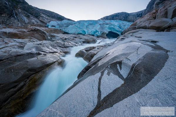Nigardsbreen mit Gletschertor