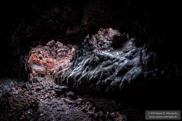 Erstarren Lavaströme an der Oberfläche während sie unterirdisch weiter fließen, können sich Lavahöhlen bilden