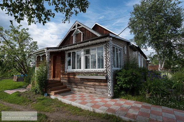 Von dem kleinen Dorf Kosyrevsk fuhren wir mit einem geländegängigen LKW zum Tolbatschik Basislager