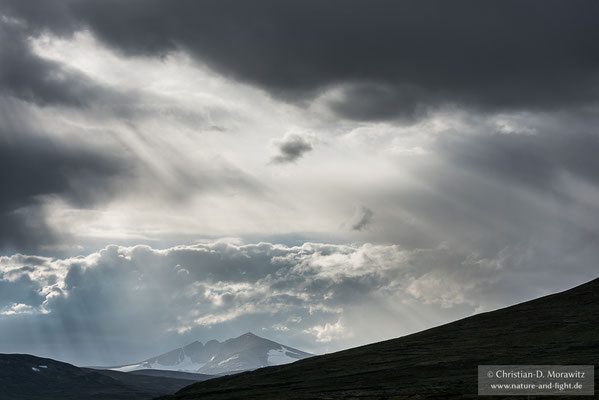 Zwielicht über dem Berg Snøhetta (2286 m)