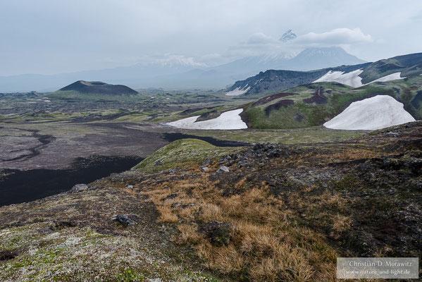 Blick zum Krater Jupiter und den großen Vulkanen