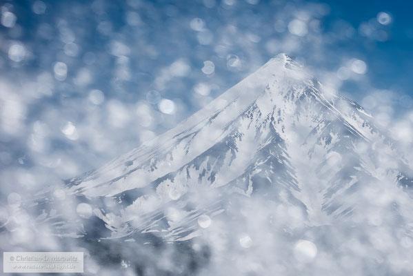 Kronotsky Vulkan vor der Gischt