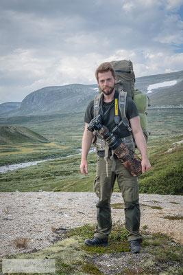 Wandern mit Gepäck, Zelt und Fotoausrüstung (Foto: Dominik Janoschka)