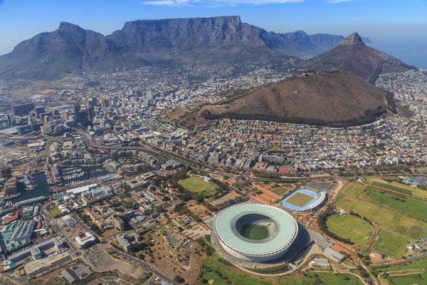 Südafrika: Kapstadt mit Tafelberg und WM-Stadion