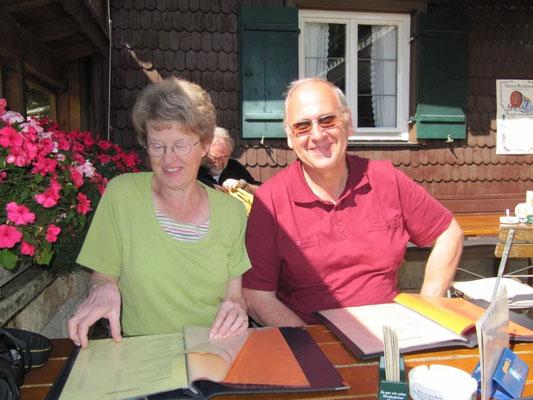 Hoher Besuch aus Froendenberg Gisbert Landsknecht mit Frau