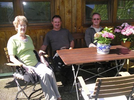 Frau Landsknecht und mein Bruder auch ein Vogelzuechter und Ich