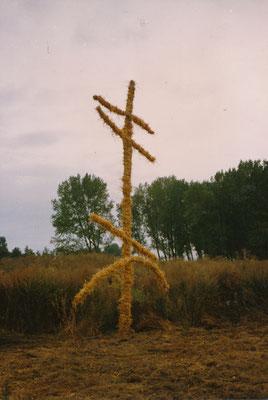 KRAFTZEICHEN, WEG, Holz, Stroh, Weide, 8mx4x0,3m, Sachsendorf-Werder, 1991