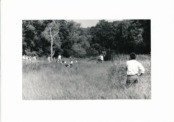 Aktion bei Dolgelin (Seelower Höhen), 1989, Strohobjekt, Posaunist Konrad Bauer