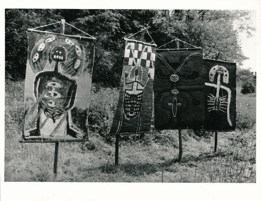 Aktion bei Dolgelin (Seelower Höhen), 1989, Objekt mit vier Hängebildern