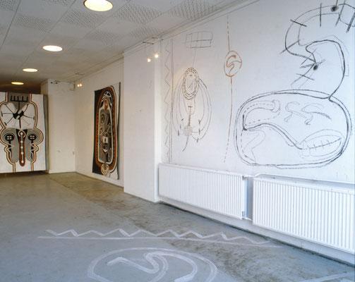 Wand- und Fussbodenzeichnungen, Kohle, Sepia, Acryl, Ausstellung: Der Geist des Todes zeugt und tötet, 1994