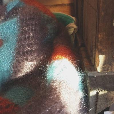 J'ai pu tricoter un châle et quelques bonnet les journées un peu calme
