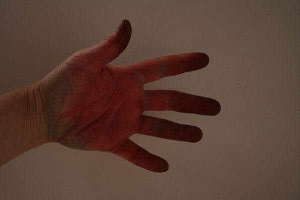 Dans le mode d'emploi ils préconisent de mettre des gants!