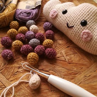 C'est un vrai plaisir de crocheter toutes ces petites boules