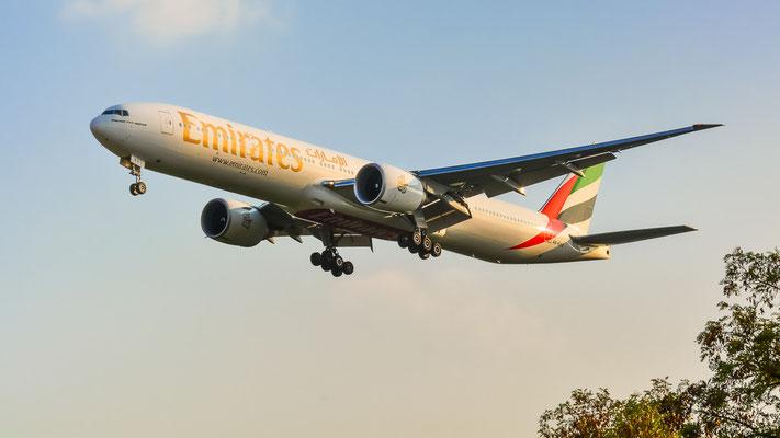 "Airportring Anflug Südbahn - A6-ENS ""Triple Seven"" aus Dubai im Endanflug (Boeing 777-31H(ER) // Emirates)"