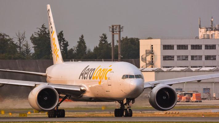 "Startbahn West / ""Affenfelsen"" -  D-AALD umgeladen auf dem Weg nach England (Boeing 777-FZN // AeroLogic)"