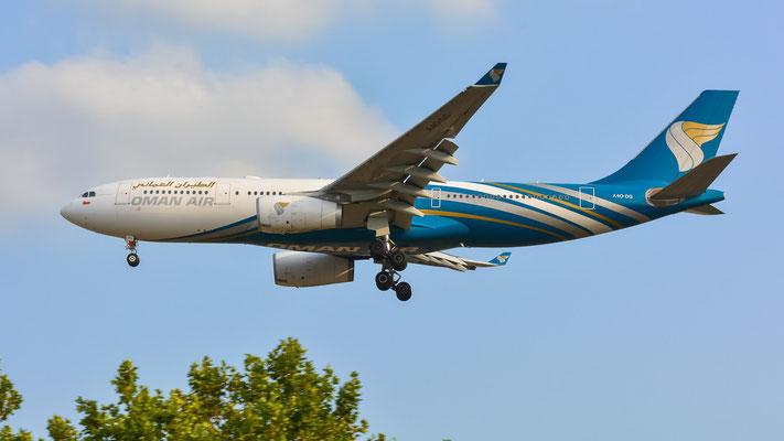 Airportring Anflug Südbahn - A4O-DG aus Maskat im Final (Airbus A330-243 // Oman Air)