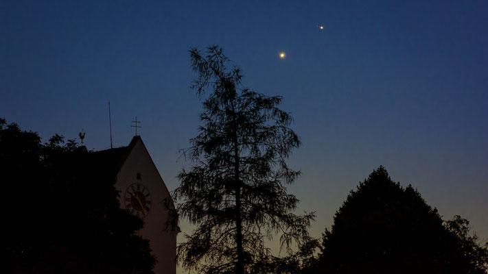 Die Konjuktion fand tagsüber statt, hier ist am 01.07.2015 Venus schon an Jupiter vorbei gezogen